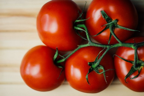 This DIY tomato mask will help to clear your acne