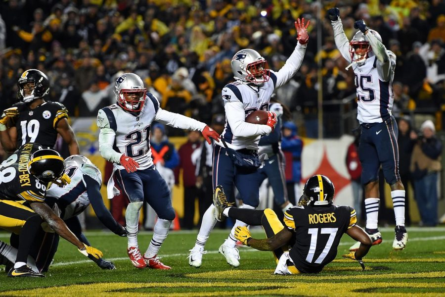 Patriots+celebrate+after+the+Steelers+are+%22robbed+by+the+refs%22+according+to+senior+Ryan+Morse%2C+who+is+a+die-hard+Steelers+fan.+%22Jesse+James+caught+that+ball%2C%22+Morse+said.+%22We+had+the+Patriots+beat%2C+and+it+was+our+one+chance+to+do+that+and+it+was+taken+from+us+for+what+seemed+like+no+reason.%22+Morse+said+%22it+hurts%22+to+be+a+Steelers+fan+in+a+situation+like+this.