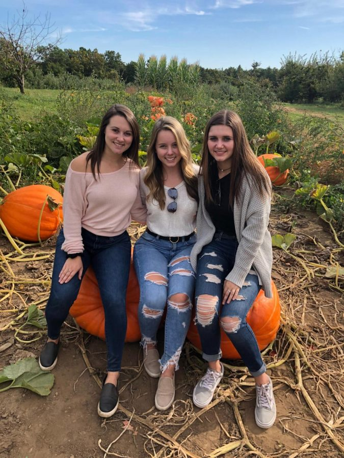 Senior+Alex+Kelly+and+LHS++++alums+Erin+and+Caroline+Kelly+enjoy+a+day+of+apple+picking+at+Mack%27s+Apples.