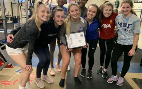 Senior Gia Komst wins NHSSCA All American award